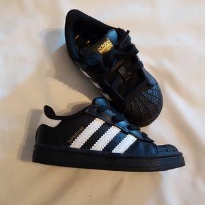 EUC Adidas black sneakers 6 toddler